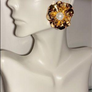 Golden Flower W/ Pearl Earrings